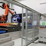 Khoang robot đo kiểm tự động để kiểm soát chất lượng trên các bộ phận kim loại tấm của BMW